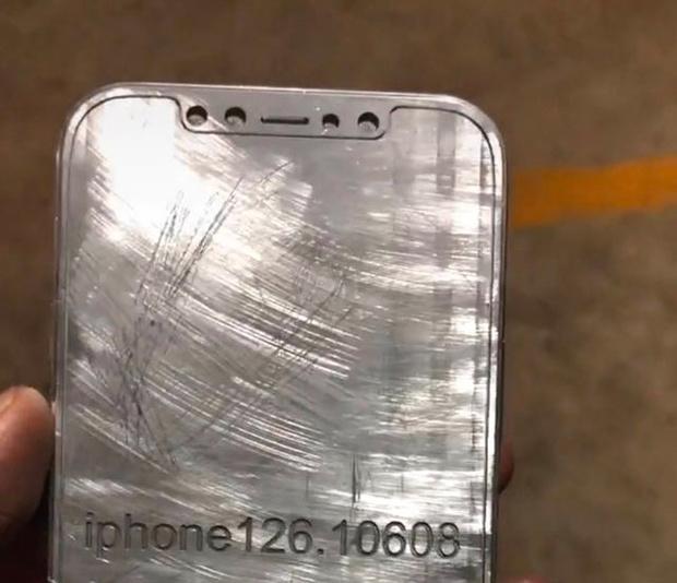 Фото №5 - Производитель чехлов для iPhone 12 слил данные о внешнем виде новинки Apple