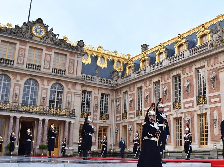 Фото №3 - «Король Эммануэль»: почему французы думают, что Макрон восстанавливает монархию