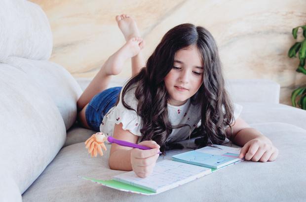 Фото №1 - «Мам, ну не читай»: 18 уморительных цитат из детских дневников