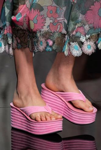 Фото №18 - Самая модная обувь весны и лета 2020: советы дизайнеров