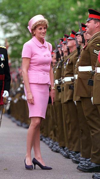 Фото №5 - «Корона» Первой леди: как Жаклин Кеннеди сделала шляпы-таблетки трендом