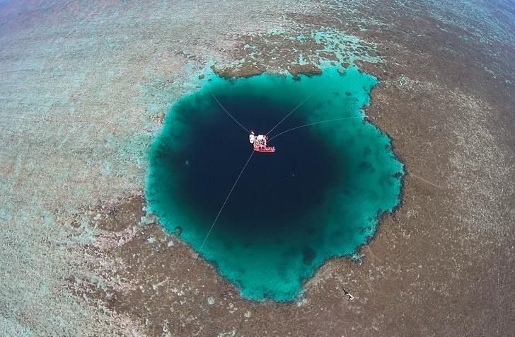 Фото №1 - В Китае обнаружена глубочайшая голубая дыра в мире