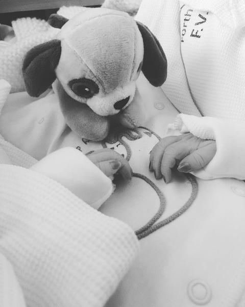 Фото №3 - «Братик всегда рядом!» Родители сшили ребенку мишку из праха старшего сына