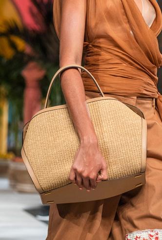 Фото №37 - Самые модные сумки весны и лета 2020