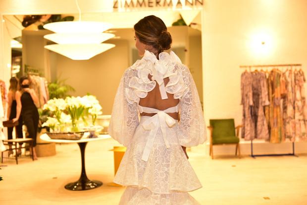 Фото №3 - Спустилась с небес: похожая на ангела Алессандра Амбросио в белоснежном топе и юбке Zimmermann