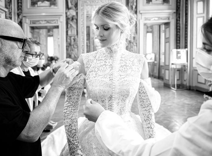 Фото №2 - Продолжение сказки: Китти Спенсер поделилась фото с примерки ее королевского свадебного платья