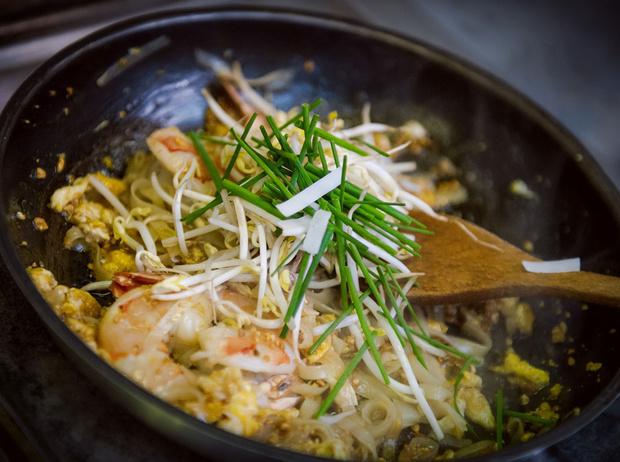 Фото №6 - Рецепт недели: рисовая тайская лапша с креветками