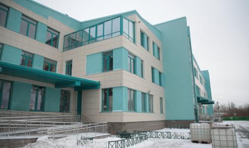 Фото №1 - До конца года в Стрельне обещают открыть поликлинику-долгострой с бассейном