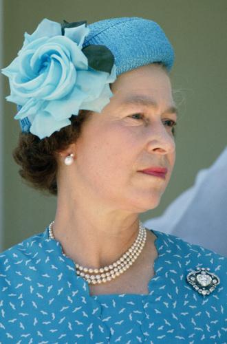 Фото №5 - Какое украшение Елизавета II носит практически постоянно (но вы не замечали)