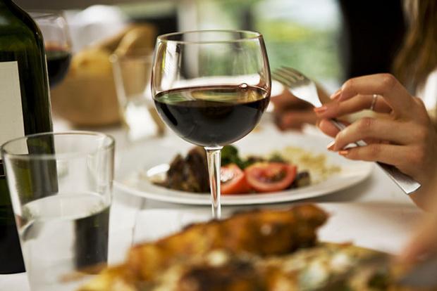 Фото №1 - 5 самых вредных мифов об алкоголе