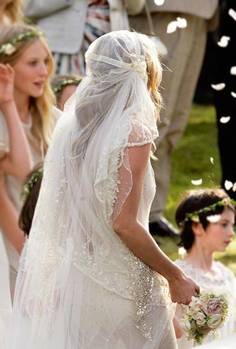 Фото №11 - 16 самых известных, красивых и дорогих свадебных платьев за всю историю