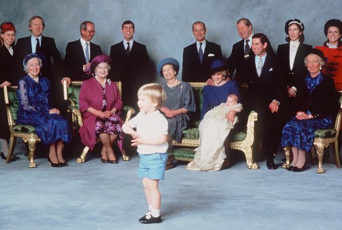 Фото №3 - Почему принц Гарри унаследовал от Королевы-матери больше брата
