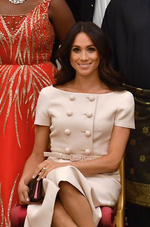 Фото №12 - Герцогиня Меган тратит на наряды больше герцогини Кейт