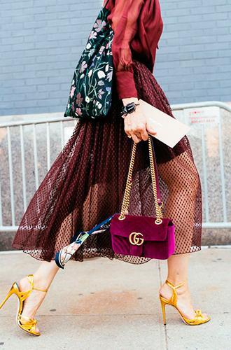 Фото №2 - Все лучшее сразу: как носить праздничную одежду каждый день