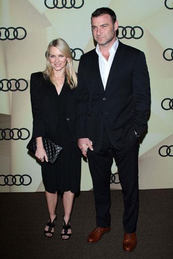 Наоми Уоттс (Naomi Watts) с супругом Лиевом Шрейбером (Liev Schreiber) на Audi Golden Globe 2013 (Голливуд, США, январь 2013)