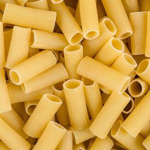 Фото №2 - Тест: Приготовь макароны, и мы скажем, кто из парней «Элиты» признается тебе в любви