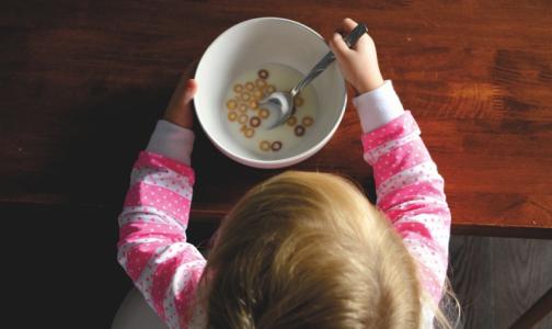 Фото №1 - Роспотребнадзор рассказал, как правильно питаться школьникам