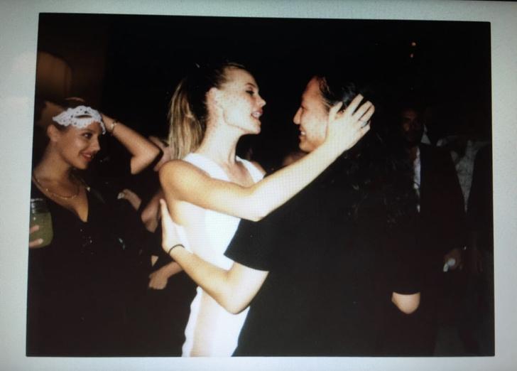 Фото №1 - Супермодель Бехати Принслу показывает «голое» свадебное платье, которое никто не видел