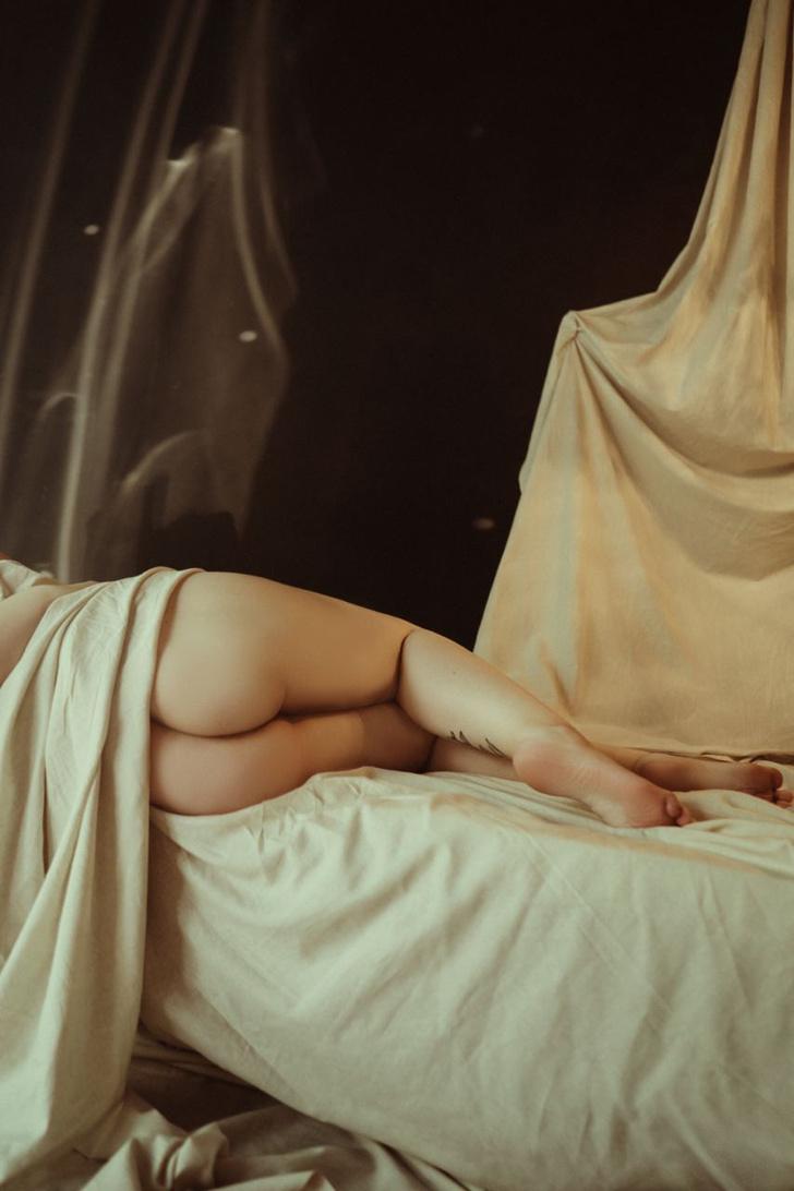 Фото №3 - #Нюдсочетверг: откровенные фотографии самых красивых девушек из «Твиттера». Выпуск 15