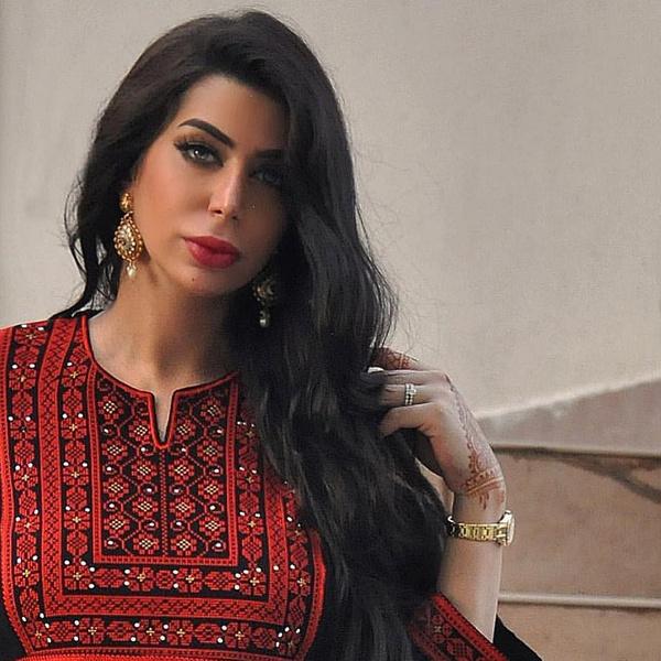 Фото №3 - Как выглядит жена самого красивого араба в мире