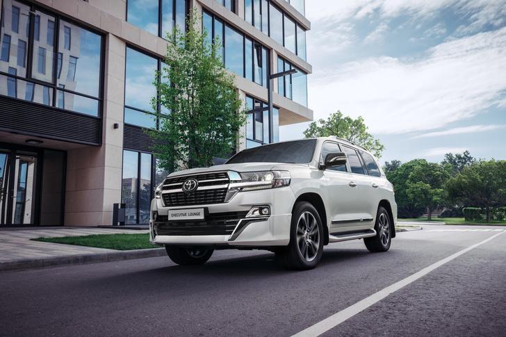 Фото №4 - Царь горы переоделся: в России начались продажи новой топ-версии Toyota Land Cruiser 200