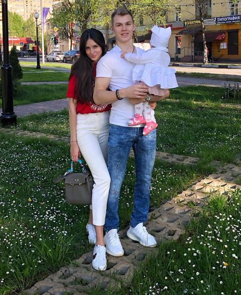 Фото №2 - Хоккеист Кирилл Семенов потребовал провести ДНК-тест на отцовство, но не явился на анализ