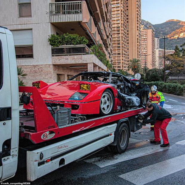 Фото №3 - Красивое, но печальное зрелище: в Монте-Карло сгорел редкий Ferrari за миллион фунтов (видео)