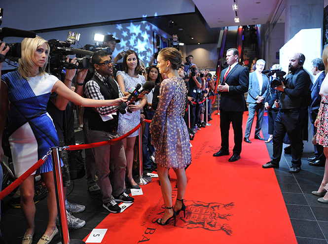 Фото №4 - Образ дня: Натали Портман в Dior на кинофестивале в Торонто