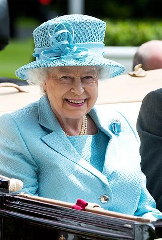 Фото №17 - Делайте ставки, господа: шляпки Королевы на Royal Ascot