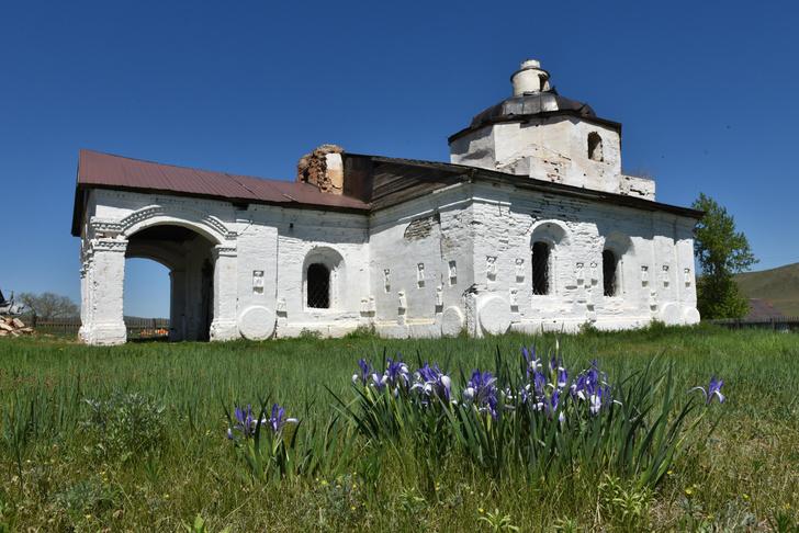 Фото №2 - Где стоит единственная в России церковь на драконах