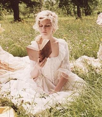 Фото №3 - Французский шик: как одеться в стиле современной Марии-Антуанетты