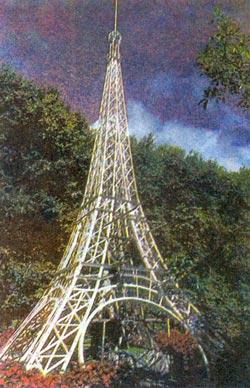 Образ Франции по-прежнему живет в душе каждого островитянина. Для хозяина ресторана «Гурман», что в городке Кюрпип, этот образ воплощен в виде миниатюрной Эйфелевой башни, символа Парижа, которую он выставил на обозрение в саду ресторана.