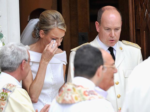 Фото №35 - Самые трогательные моменты королевских свадеб (о Гарри и Меган мы тоже не забыли)