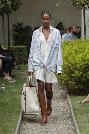 Фото №10 - В полном объеме: как носить вещи oversize