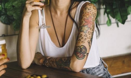 Фото №1 - Ученые: Старая татуировка может имитировать рак