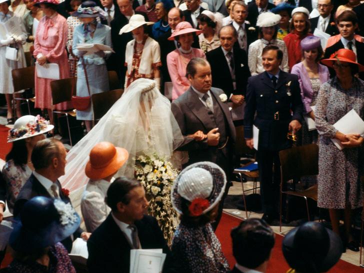 Фото №3 - Особенный и важный свадебный аксессуар принцессы Дианы, который никто не увидел