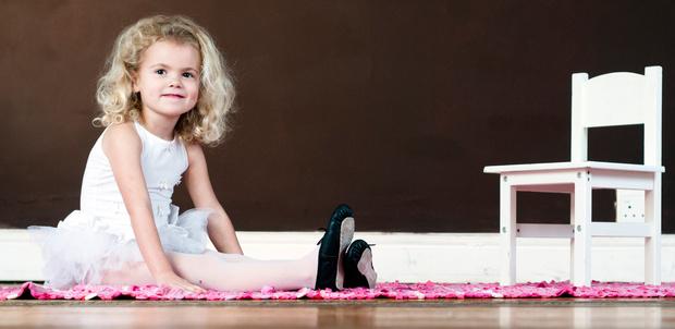 Фото №1 - Балетки и каблуки: не вредна ли модная обувь для детей