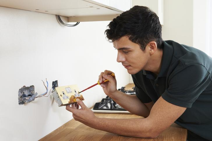 Фото №2 - 4 причины, почему вещи в доме бьют током