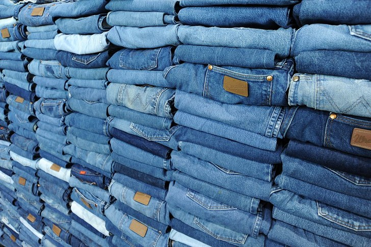Фото №2 - Пять карманов: 10 фактов о джинсах ко дню рождения брюк из денима
