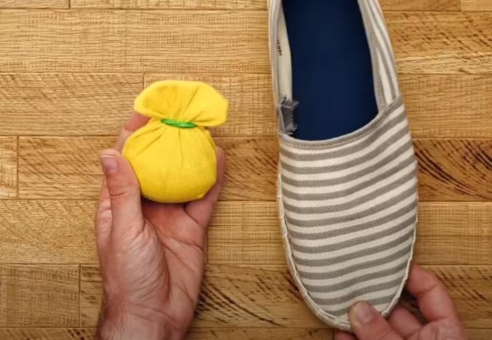 Фото №4 - 9 способов использовать носки не по назначению