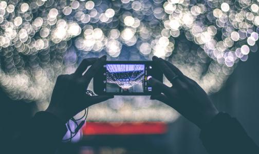 Фото №1 - Эксперт: Снижение яркости экрана смартфона сделает глазам только хуже