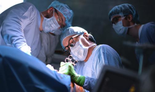 Фото №1 - Петербургские врачи удалили гигантскую - 4-килограммовую опухоль у 12-летнего мальчика