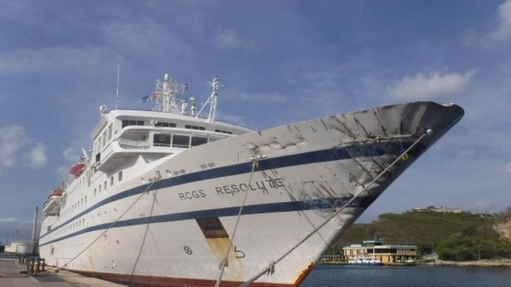 Фото №1 - Корабль венесуэльской береговой охраны попробовал протаранить круизный лайнер и пошёл ко дну (видео)