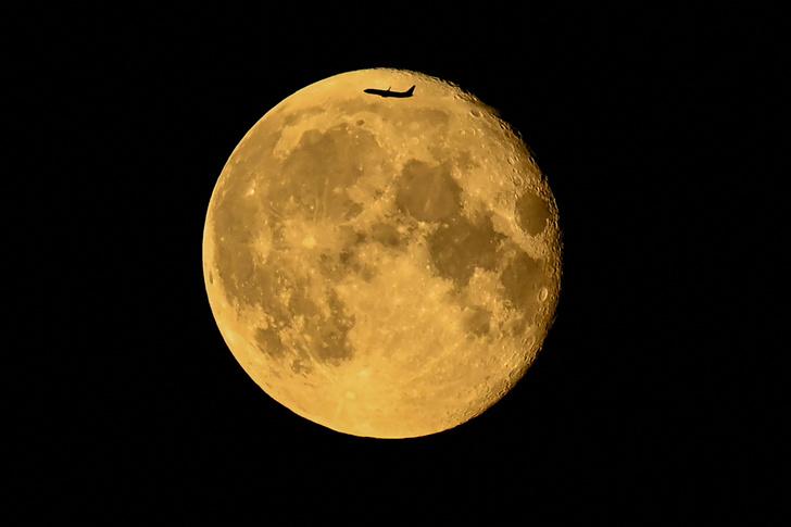 Фото №1 - Рейс Земля— Луна