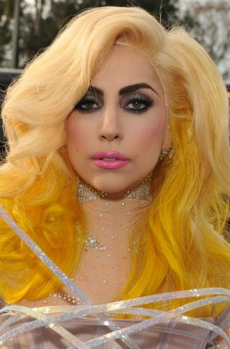 Фото №8 - Как хорошела Леди Гага: все о громких бьюти-экспериментах звезды