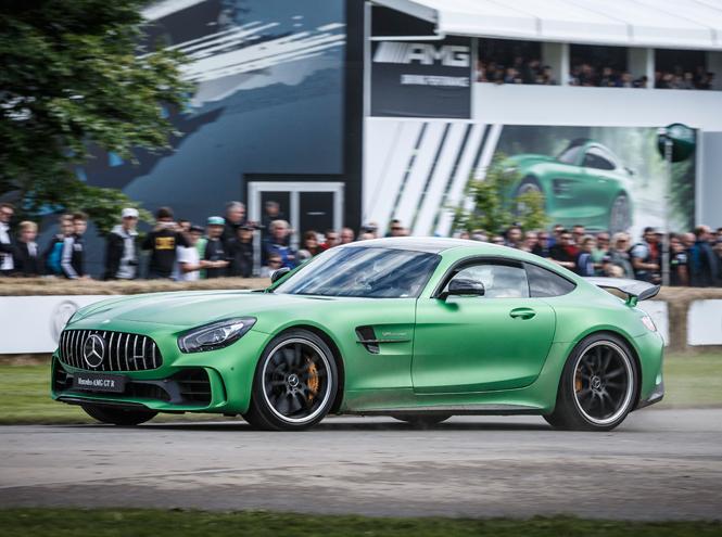 Фото №1 - Mercedes-AMG выпустил модный спорткар, приспособленный для городских дорог