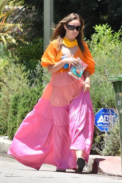 Фото №2 - Фасоны платьев, которые портят фигуру: на примере звезд