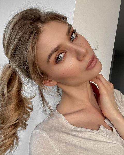 Фото №3 - Жизнь в онлайн: как сделать макияж для свидания, урока или собеседования по видеосвязи