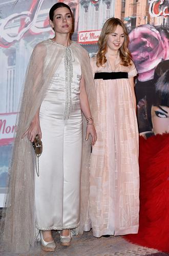 Фото №4 - В каком платье Шарлотта Казираги пойдет к алтарю?
