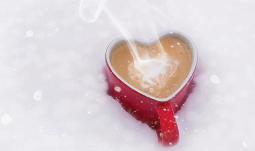 """Фото №1 - Остывший кофе вреден для здоровья ‒ но не любой. Диетолог напомнила о """"золотом правиле"""" при приготовлении напитков и еды"""